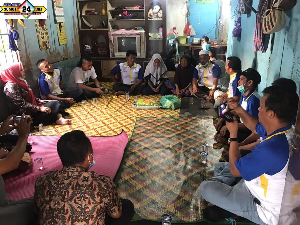 Kunjungan ibu Wakil Bupati Labusel Dan LKS Bina Labusel Di kediaman Ibu Liliani warga Pekan Tolan